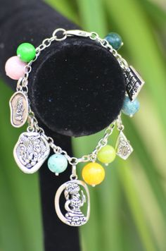 Pulsera charms maya con piedras fosil. #madeinHonduras Mayan charms bracelets with fossil beads by MayasBisuteriaMIH, $16.00