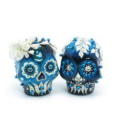 """Day of the Dead Bride and Groom Skulls. Sugar skulls """"must doooooo"""" Sugar Scull, Sugar Skull Art, Mexican Skulls, Mexican Folk Art, Memento Mori, Dead Bride, Grunge, Day Of The Dead Skull, Candy Skulls"""
