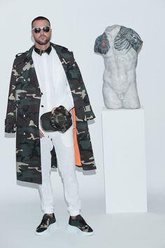 Philipp Plein Spring 2021 Menswear Photos Men Fashion Show, Love Fashion, Mens Fashion, Milan Fashion, Fashion Spring, Mens Athletic Fashion, Runway Magazine, Vogue, Male Model