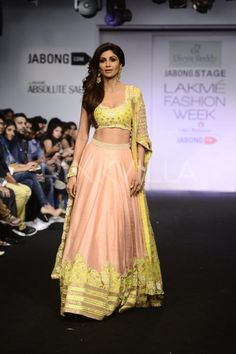 Shilpa Shetty walks the ramp for Divya Reddy at Fashion Week | PINKVILLA - she slays it again - beautiful