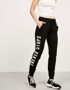 Discover this and many more items in Bershka… BSK side lettering plush trousers. Discover this and many more items in Bershka… Girls Joggers, Joggers Womens, Slim Pants, Casual Pants, Sweatpants Outfit, Sporty Outfits, Trousers Women, Black Pants, Lounge Wear