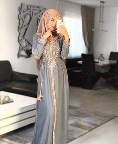 Are you looking for cute eid outfits ideas to copy? Or perhaps you're after eid outfits ideas with hijab. Whatever it is that you're after, you'll find the best from modest hijab dresses, Arab…Read Modest Fashion Hijab, Modern Hijab Fashion, Street Hijab Fashion, Arab Fashion, Hijab Fashion Inspiration, Muslim Fashion, Modesty Fashion, Modest Outfits Muslim, Ski Fashion
