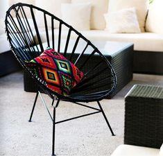 Mexa es una joven empresa mexicana establecida en Guadalajara, México, desde el 2010. Está dedicada al diseño, producción y venta de muebles y accesorios para la decoración. En sus diseños buscan fusionar las técnicas tradicionales de los a