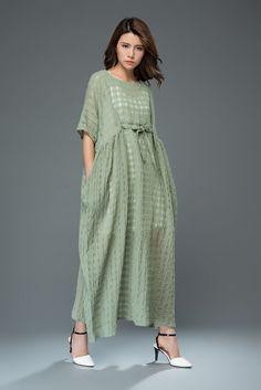 Green Linen Dress - Loose-Fitting Short-Sleeved Kaftan Style Summer Cover-up Dress in Textured Linen Linen Dresses, Cotton Dresses, Casual Dresses, Summer Dresses, Style Caftan, Kurta Style, Hijab Fashion, Fashion Dresses, Kebaya Dress