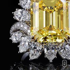 "7,918 Me gusta, 54 comentarios - Harry Winston (@harrywinston) en Instagram: ""Enhanced by 43 sparkling diamonds, this 12.61-carat emerald-cut yellow #diamond recalls…"""