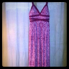"""Sale! Tye Dye Maxi Dress! Dark Pink & White tye dye maxi dress with padded cups 56"""" long 95% polyester 5% spandex worn once excellent condition! Sofia Vergara Dresses Maxi"""