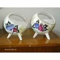 Belo Par De Vasos Porcelana Italiana Motivos Florais 3 Pés.