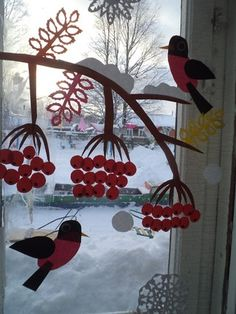 Decorating Ideas are Right for Window in the Rainy Season Winter Kids, Winter Christmas, Christmas Crafts, Christmas Decorations, Diy And Crafts, Crafts For Kids, Arts And Crafts, Classroom Window Decorations, Paper Chains