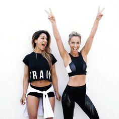 通常のスクワットよりバランスが必要とされる「ヒンズースクワット」は、体幹を効果的に鍛えることができるトレーニングです。ヒップアップだけではなく、お腹引き締め効果も狙いたい方はぜひトライしてみてください!