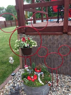 I have the smaller Mickey head in black, was a gift and I love it. This is a great idea for my garden this year!-) I have the smaller Mickey head in black, was a gift and I love it. This is a great idea for my garden this year! Casa Disney, Disney Rooms, Disney Diy, Disney Crafts, Disney Mickey, Mickey Head, Disney House, Disney Stuff, Disney Christmas Decorations