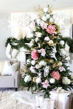 Pink and Gold Dream Christmas Tree - Love the Pink flowers and gold and snowy elements!