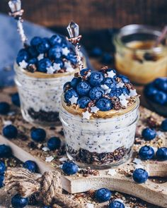 ☀️Good Morning everyone!🤗 today I have poppy seeds overnight oats with peanutbutter, blueberries, chocolate crunchy muesli and these cute… Cute Food, I Love Food, Yummy Food, Cute Desserts, Dessert Recipes, Kreative Desserts, Aesthetic Food, Food Cravings, Food Inspiration