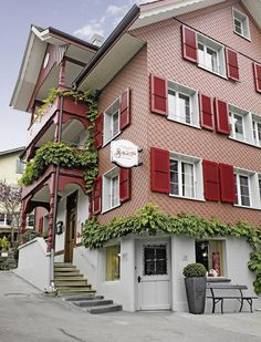 Set in a historic building dating back to Boutique-Hotel Schlüssel offers rooms of unique charm in the village of Beckenried, between majestic mountains and Lake Lucerne. Since 1820 the building has been operating as an inn. Standing Bath, Boutique, Wooden Flooring, Belle Epoque, Hotels, Dating, Rooms, Restaurant, Mountains