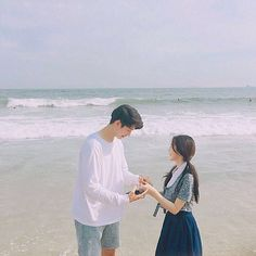 Find images and videos about style, couple and korean on We Heart It - the app to get lost in what you love. Cute Korean, Korean Girl, Couple Ulzzang, Fall In Luv, Asian Love, Uzzlang Girl, Korean Couple, Avatar Couple, Cute Couple Pictures