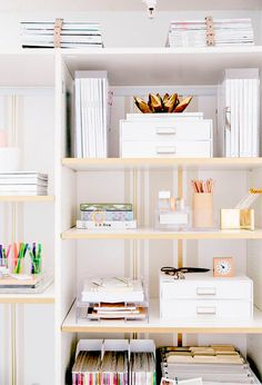 ChicDecó:   6 easy tips to style bookshelves like a professional stylist