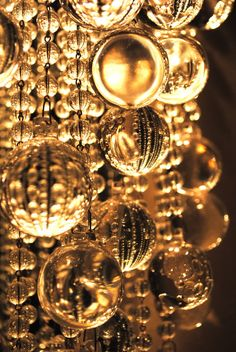 All that glitters is gold. Light traveling through golden glass Bild Gold, Cristal Rose, Gold Everything, Color Dorado, Bronze, Shades Of Gold, Touch Of Gold, Gold Christmas, Magical Christmas