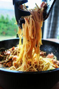 spaghetti z łososiem wędzonym Greek Recipes, Asian Recipes, Ethnic Recipes, Snack Recipes, Cooking Recipes, Snacks, Brunch, Polish Recipes, Pasta Dishes