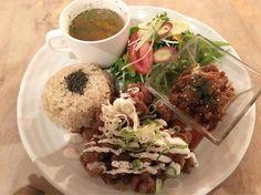 大豆ミートの唐揚げ定食を頂きました。 #vegan #vegetarian #veganosaka #osaka #vegansofjapan #ヴィーガン #ベジタリアン #動物性不使用 #菜食 #大阪 (しぜんバル パプリカ食堂ヴィーガン 四ツ橋店)