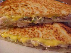 mesa de banquete: sanduíches grelhados atum e queijo