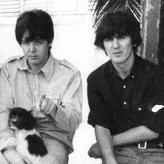 Beatlemaníaca desde eu ainda me surpreendo com fotos incríveis dos Beatles [e que eu NUNCA tinha visto na vida]. Beatlemaniac since I am still surprised by incredible pictures of the Beatles [and that I had NEVER seen in my life]. Beatles Love, Les Beatles, Beatles Photos, John Lennon Beatles, Paul Mccartney, Beverly Hills, Creepy Smile, The Quarrymen, Love Me Do
