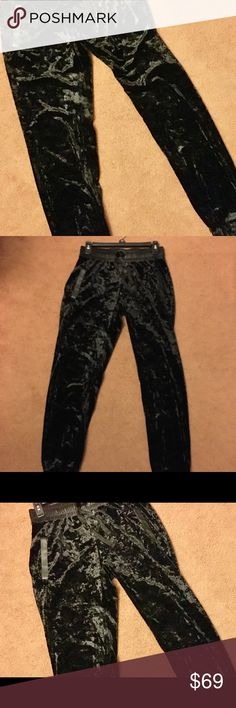 NWT JUICY COUTURE VALUER PANTS NWT JUICY COUTOR VALUER BLACK PANTS. XS. FABRIC IS ELEGANT AND SO SOFT, WAIST IS MADE OF SPANDEX AND HAVE TWO POCKETS IN FRONT Juicy Couture Pants Track Pants & Joggers
