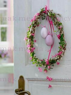 easter decorations 346706871315996386 - Osterdeko Source by sebchrisgros Easter Projects, Easter Crafts, Hoppy Easter, Easter Eggs, Ideas Actuales, Wreaths And Garlands, Diy Ostern, Easter Party, Easter Wreaths