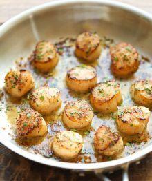 Pétoncles grillés au beurre à l'ail et citron