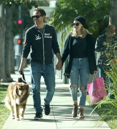 Celebs and their pets in 2016:     Amanda Seyfried and Thomas Sadoski were spotted out shopping with her dog Finn in Beverly Hills, Cal... - WCP/4CRNS/FAMEFLYNET PICTURES/Fame Flynet