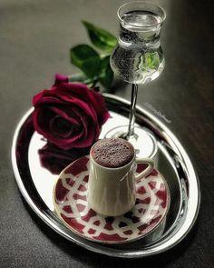 Coffee Cafe, Coffee Drinks, Coffee Shop, Coffee Lovers, Iced Coffee, Brown Coffee, I Love Coffee, Bakery Style Cake, Pochette Rose