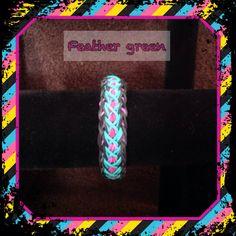 Rainbow loom feather.  (Creation kamyso)