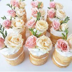 Beautiful cakes by @leyaracakes  #cakeideas #wedding #weddingcake #cake…
