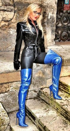 Sexy Boots, Black Boots, Sexy Stiefel, Thigh High Boots Heels, Knee Boots, Leder Outfits, Biker Leather, Black Leather, Crazy Outfits