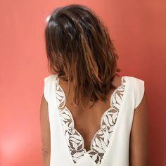 a robe Adèle et son magnifique décolleté dentelle ! Disponible sur notre e-shop #madeinfrance #serielimitee #dentelledos #lace