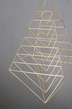 Geometric Shapes Art, Geometric Sculpture, Geometric Decor, Geometric Designs, Design Crafts, Diy Design, Straw Sculpture, Straw Decorations, Straw Art