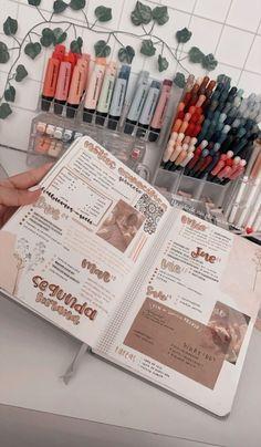 Bullet Journal Lettering Ideas, Bullet Journal Notebook, Bullet Journal School, Bullet Journal Inspo, Bullet Journal Ideas Pages, Cool School Supplies, Bullet Journal Aesthetic, Scrapbook Journal, Journal Inspiration
