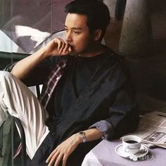 哥哥 张国荣 Beautiful World, Beautiful People, Leslie Cheung, Hu Ge, Missing You So Much, Happy Together, Brad Pitt, Movie Stars, Handsome