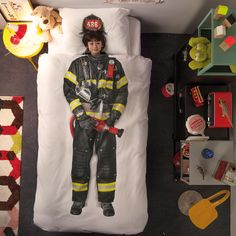 Fired up! Fireman Bedding Set - Now you can become the hero of your own dreams, with this fantastic Firefighter duvet cover and pillow case. Bedding Sets Uk, Cute Bedding, Duvet Sets, Duvet Cover Sets, Comforter Cover, Best Duvet Covers, Bed Covers, Pillow Covers, Creative Beds