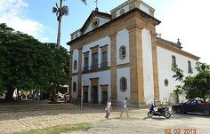 Mansions, House Styles, Paraty, Sidewalk, Rio De Janeiro, Places, Fancy Houses, Mansion, Manor Houses
