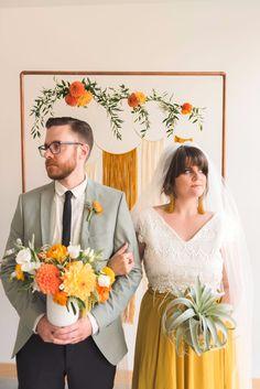 Wedding Theme Ideas Boho - how to have a retro chic style wedding Wedding Themes, Wedding Colors, Wedding Styles, Wedding Decorations, Wedding Ideas, Retro Wedding Decor, Wedding Flowers, Pew Decorations, Wedding Couples