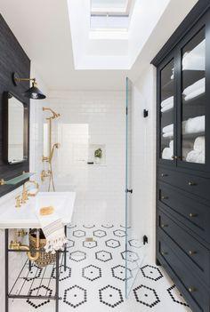 Modern and Breathtaking Black and White Bathroom Interior Design Ideas Bathroom Renos, Bathroom Interior, Small Bathroom, Bathroom Ideas, Colorful Bathroom, Brass Bathroom, Master Bathroom, Remodel Bathroom, Bathroom Renovations