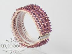 Free pattern and tutorial. Make this wide cuff style bracelet for yourself or as a gift. DIY bead jewellery making. Beaded Jewelry Patterns, Bead Jewellery, Fashion Bracelets, Druzy Ring, Free Pattern, Gold Rings, Jewelry Making, Beaded Bracelets, Rose Gold