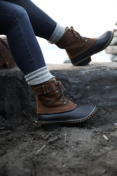 women's sorel boots with socks and jeans, outdoor hiking style