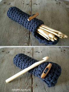 Funda cilíndrica para los ganchillos... Q práctica!!