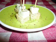 Crostini with mozzrella cheese and dried oregano/Crostini con mozzarella di Aversa e origano secco