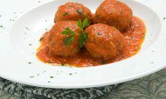 Karlos Arguiñano elabora unasalbóndigas de carne en salsa de tomate, un platotradicional que gusta especialmente a los niños.