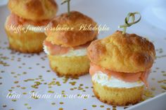 Ho pensato a questi muffin salati da usare come segnaposto per la cena della Vigilia di Natale, posati vicino al piatto con delle paillettes dorate o argentate posate sulla tavola... Li trovo molto eleganti..