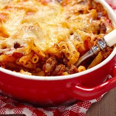 Pasta 'Ncasciata is a Sicilian baked pasta. Generally can use short pasta shapes, such as maccheroni or penne. Macaroni Casserole, Casserole Recipes, Enchilada Casserole, Italian Dishes, Italian Recipes, Funeral Food, Pasta Shapes, Baked Ziti, Pasta Bake