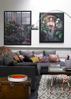 Ruy Teixeira // Veronica Etro (THIS is how I want my living room to be! Living Room Grey, Living Room Interior, Home And Living, Living Room Decor, Living Spaces, Cafe Interior, Living Rooms, Dark Grey Couches, Gray Sofa