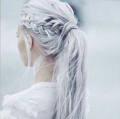 Love this creative hairstyle~ side braid with ponytail