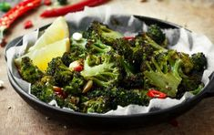 Do you crave that bbq flavour, but want to maintain a healthy diet? Crunchy, delicious, grilled to perfection… you've never had veggies like these before! Grilled Broccoli, Low Carb Recipes, Cravings, Grilling, Bbq, Tasty, Nutrition, Vegetables, Cooking